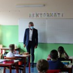 A Chivasso mascherina obbligatoria davanti alle scuole