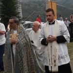 A Cuceglio i Festeggiamenti dell'Addolorata tre sacerdoti insieme durante la processione
