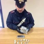 All'alt dei Carabinieri fugge e getta la droga dal finetrino