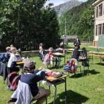 Baby sitting e banchi all'aperto per i bimbi della scuola di Ronco Canavese