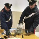 Deteneva droga in casa arrestato