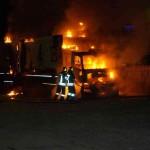 Distrutto da un incendio un autoarticolato del Lidl