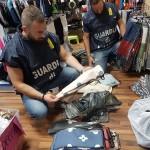 Falso Made in Italy sequestrati 4mila capi di abbigliamento