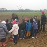 Frutteto comunitario di Volpiano i primi alberi piantati dai bambini