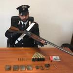 Fucile rubato nascosto in camera da letto