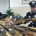 In casa aveva droga e armi rubate arrestato