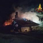 Incendio di alcune baite in una frazione di Cesana