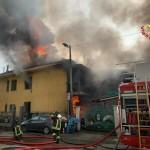Incendio in una palazzina a Leinì, morta una donna