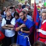 La gallina Clotilde vince la cursa dla galina di Piverone