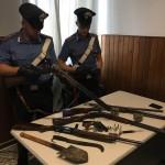 Minacce e porto illegale di armi denunciato