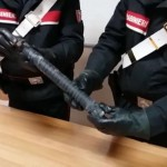 Nasconde un'arma impropria in auto