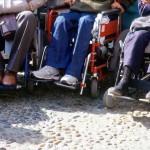 paraplegici, carrozzelle, piedi