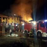 Un incendio distrugge il tetto di un fienile